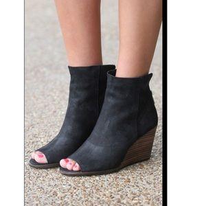 Lucky brand Urbi peep toe black wedge bootie